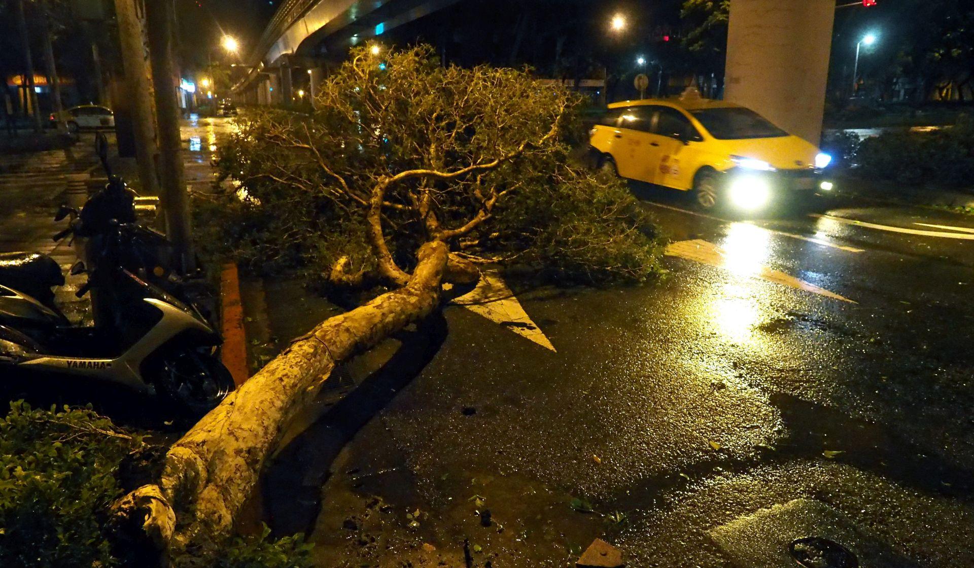 DUJUAN Tajfun pogodio Tajvan, najmanje dvoje poginulih, ozlijeđeno preko 300 osoba