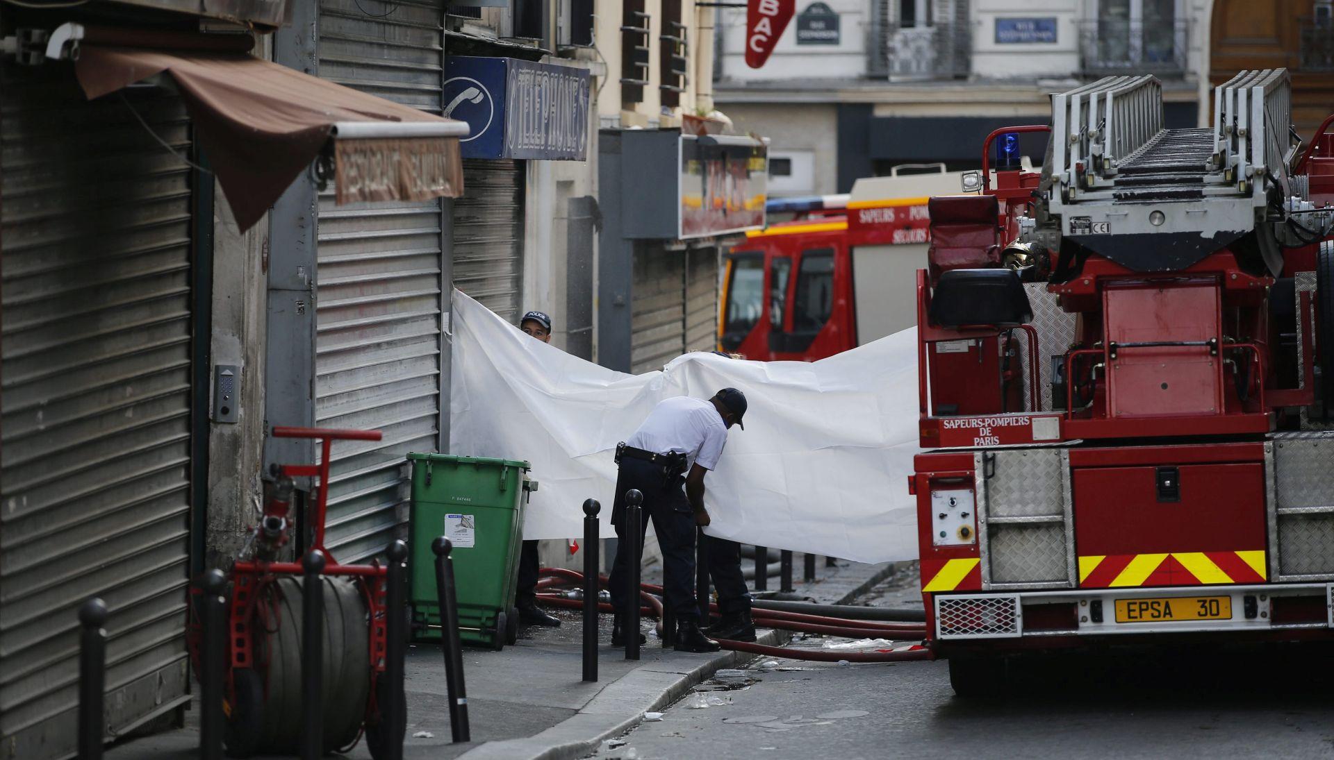 PARIZ TUGUJE Požar u stambenoj zgradi odnio živote osam ljudi, među njima i dvoje djece
