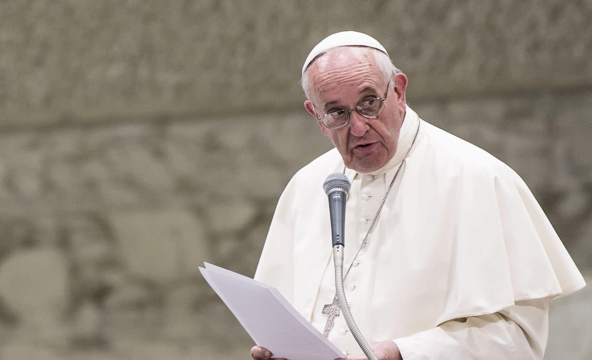 STIŽE NOVI VELIKI PRILJEV IZBJEGLICA Papa Franjo: Svaka župa treba prihvatiti jednu izbjegličku obitelj