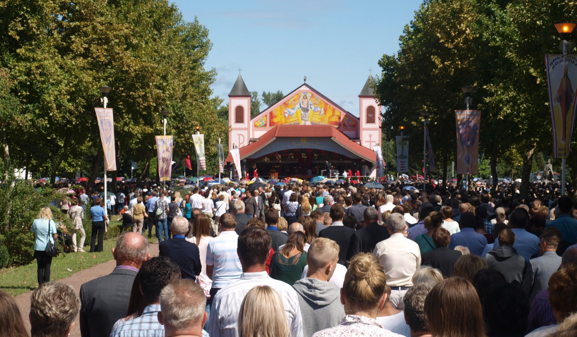 Biskup Kutleša pozvao na očuvanje prirodnog moralnog sustava: Žele promijeniti deset Božjih zapovijedi