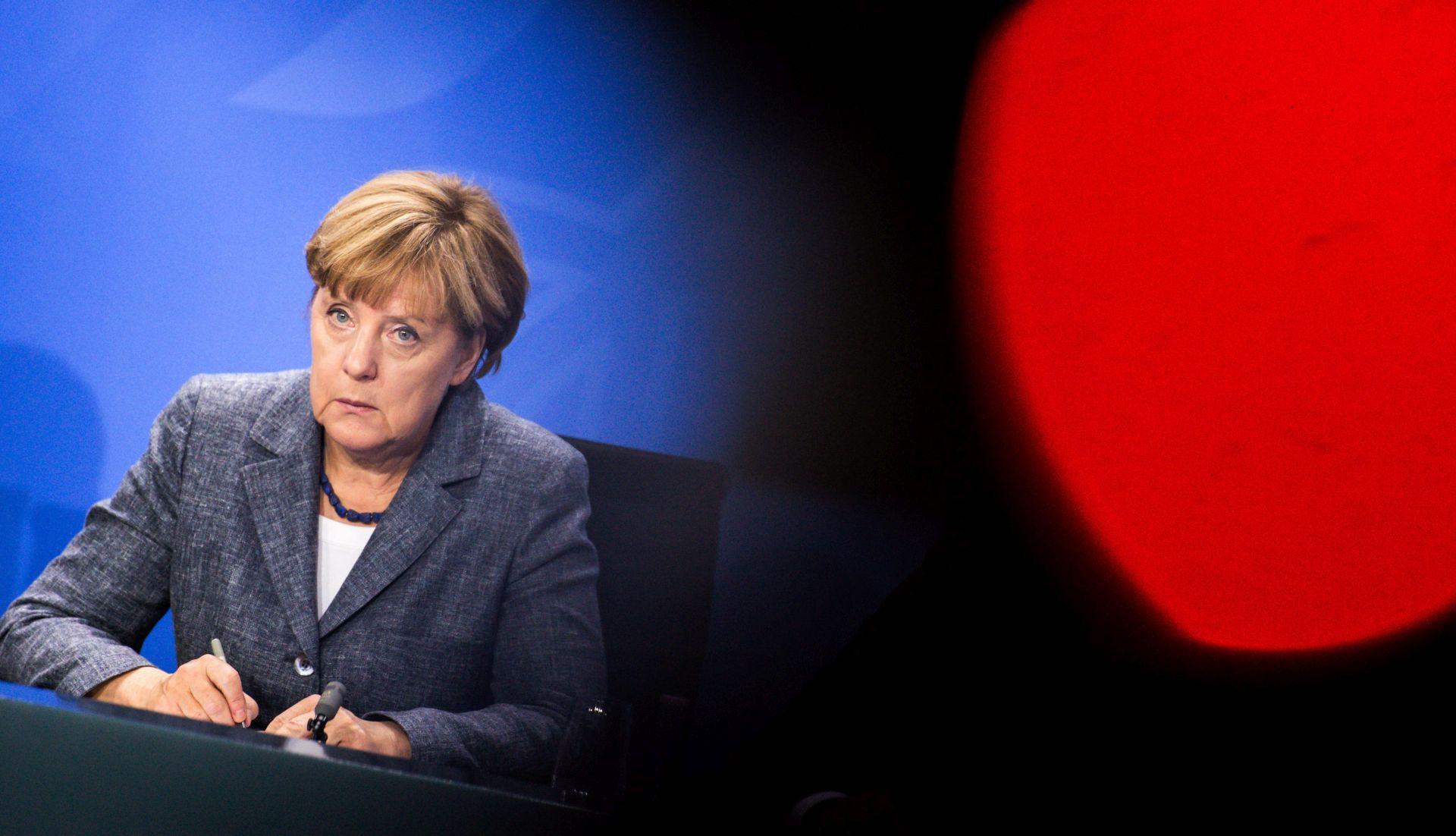 Merkel: Njemačko društvo i gospodarstvo imat će korist od izbjeglica
