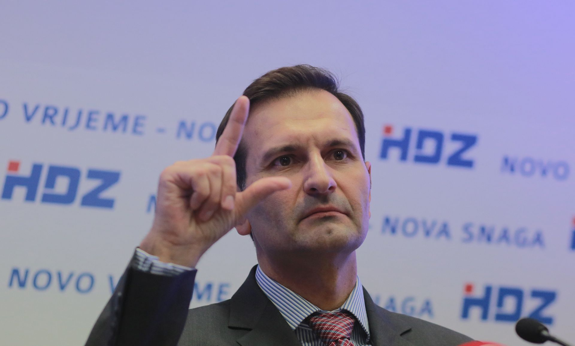 Kovač: Milanović ne upravlja krizom nego ona upravlja njime