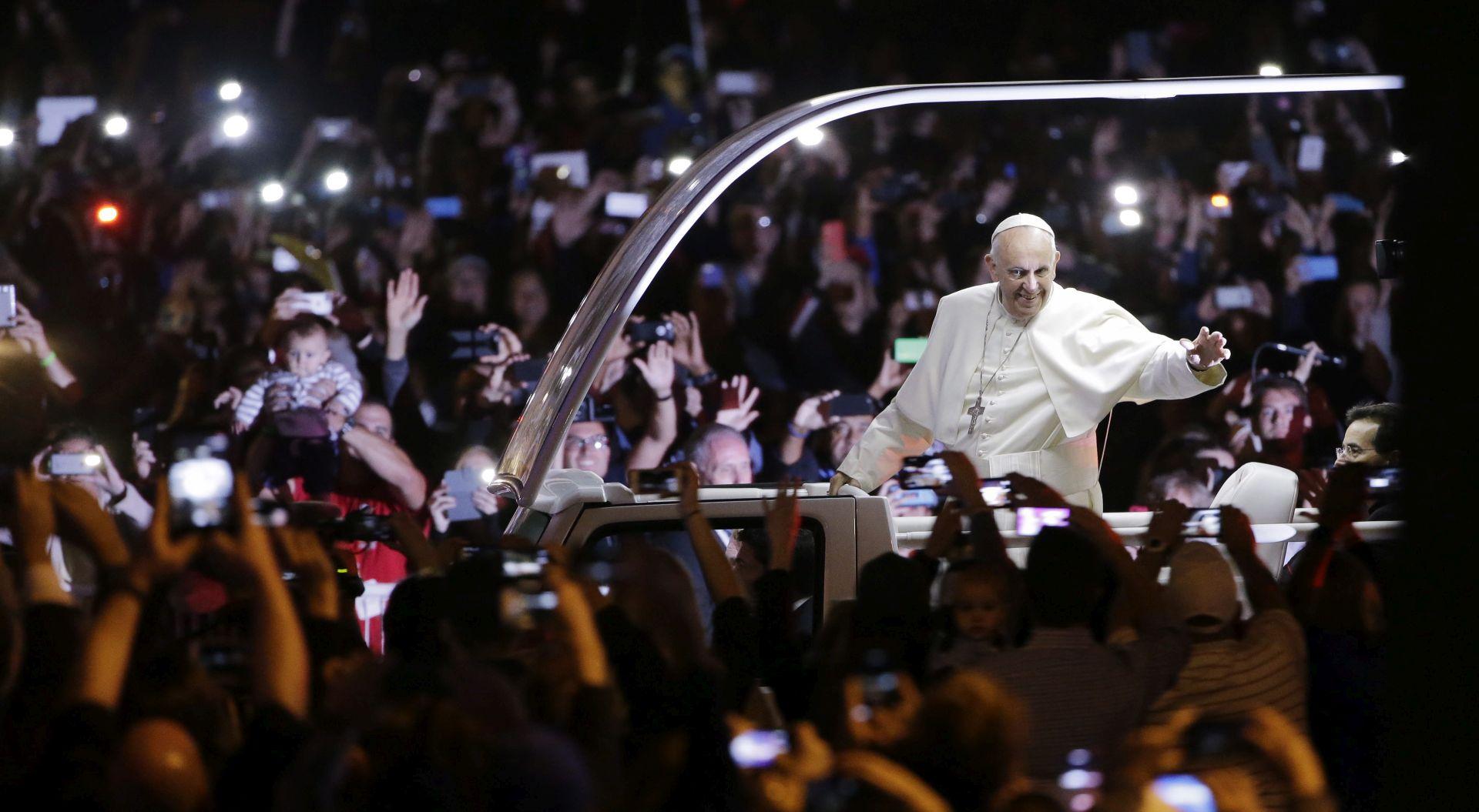"""Papa ne želi biti """"zvijezda"""": """"Zvijezde su lijepe za gledati, ali Papa mora biti sluga slugama Božjim"""""""