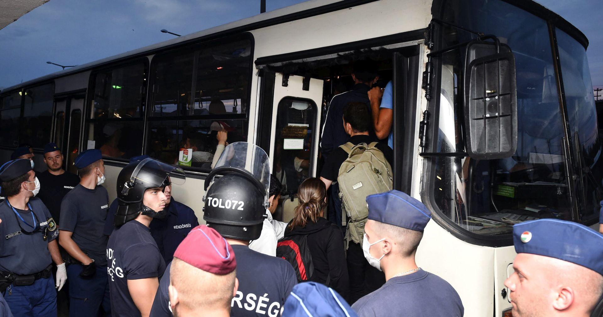DIO NASTAVLJA PREMA NJEMAČKOJ Dvije tisuće izbjeglica stiglo na austrijsku granicu