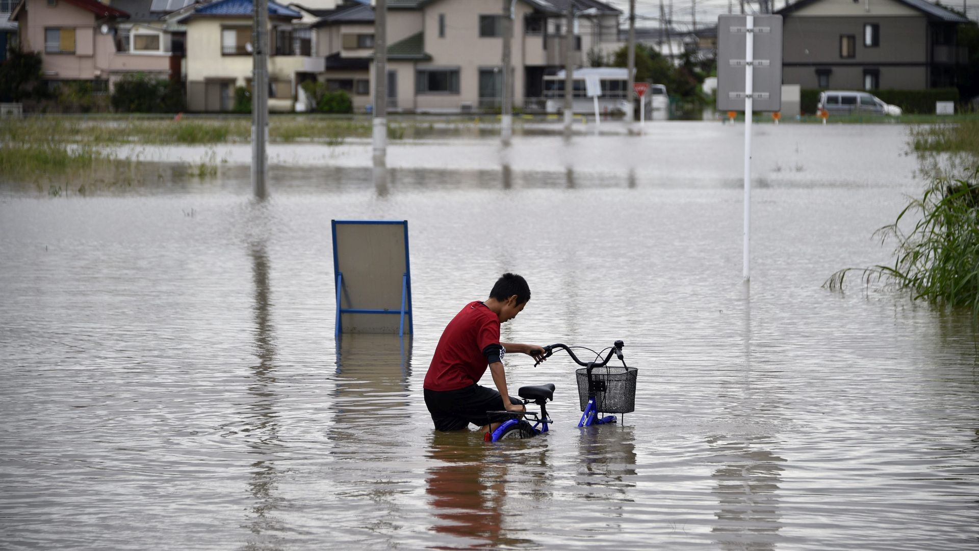 'NENORMALNA SITUACIJA' U poplavama u Japanu nekoliko ljudi nestalo