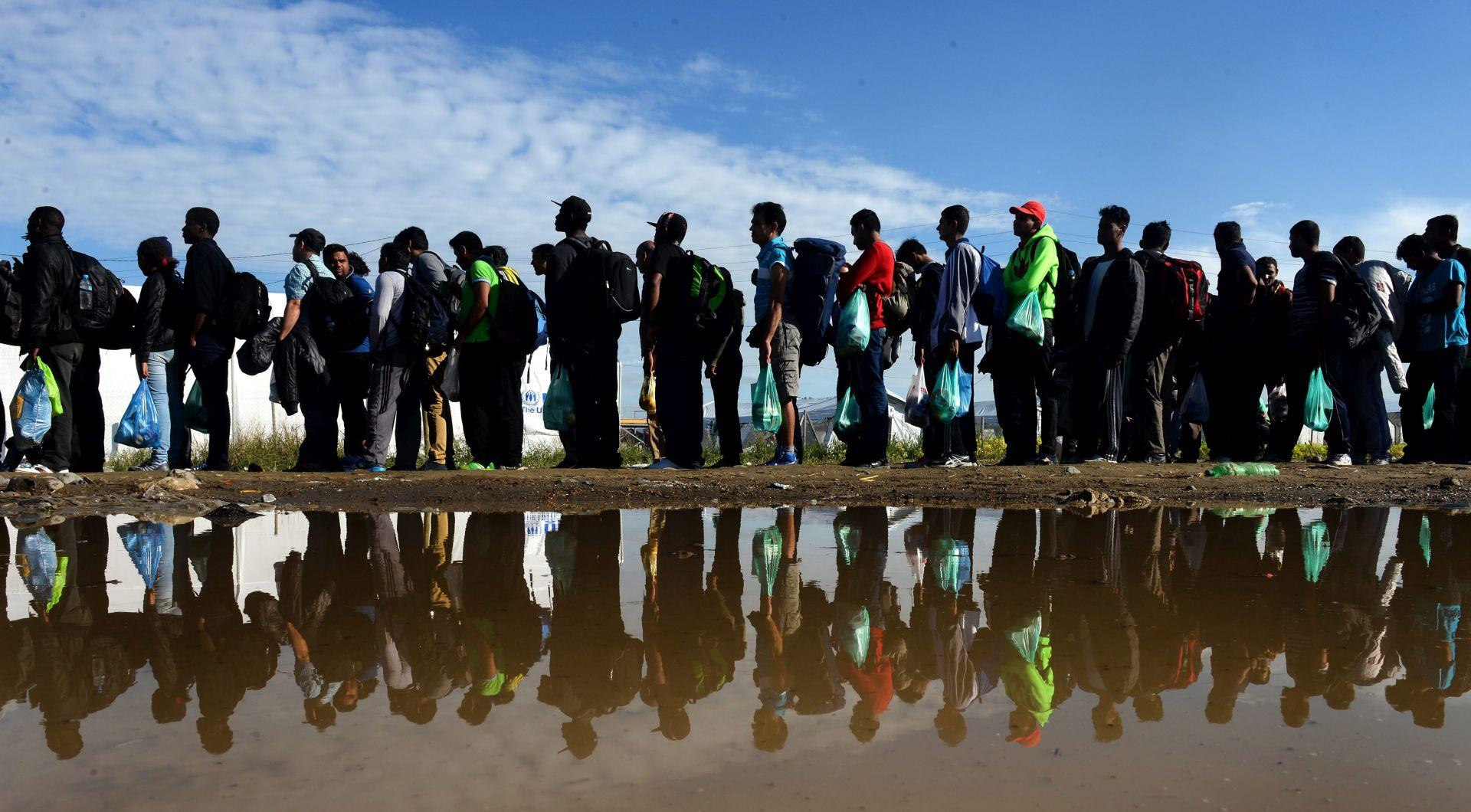 VELIKI VAL: U 24 sata u Makedoniju ušlo 10.000 migranata