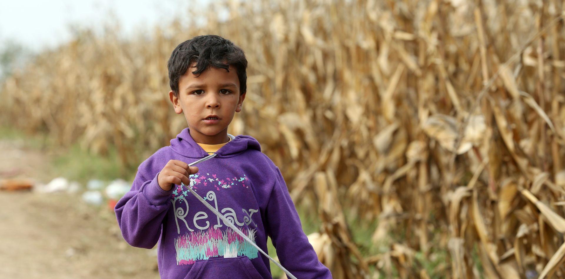 HUMANE NAMJERE: Britancu prijeti 5 godina zatvora za pokušaj ilegalnog prebacivanja djevojčice iz Calaisa