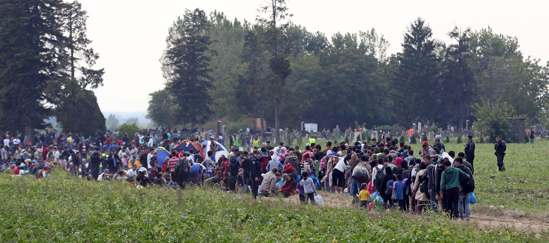 IZBJEGLIČKA KRIZA: U Hrvatsku ušlo više od 55 tisuća izbjeglica, vlakovi iz Tovarnika prevoze ih do Botova