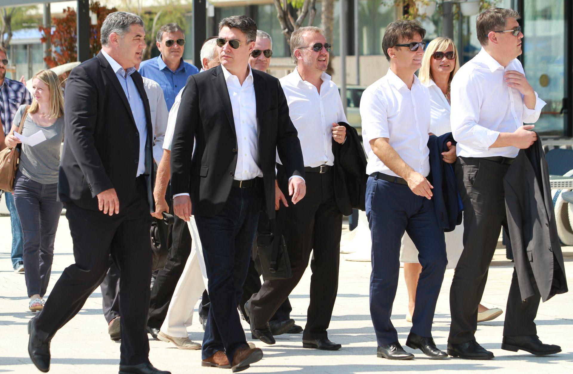 Milanović: Primjedbe bankara nisu istina ali protiv banaka ne treba galamiti