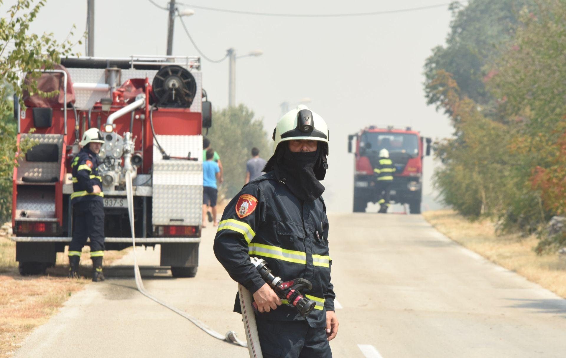 Kaštela: Izgorjelo napušteno odmaralište, nema ozlijeđenih