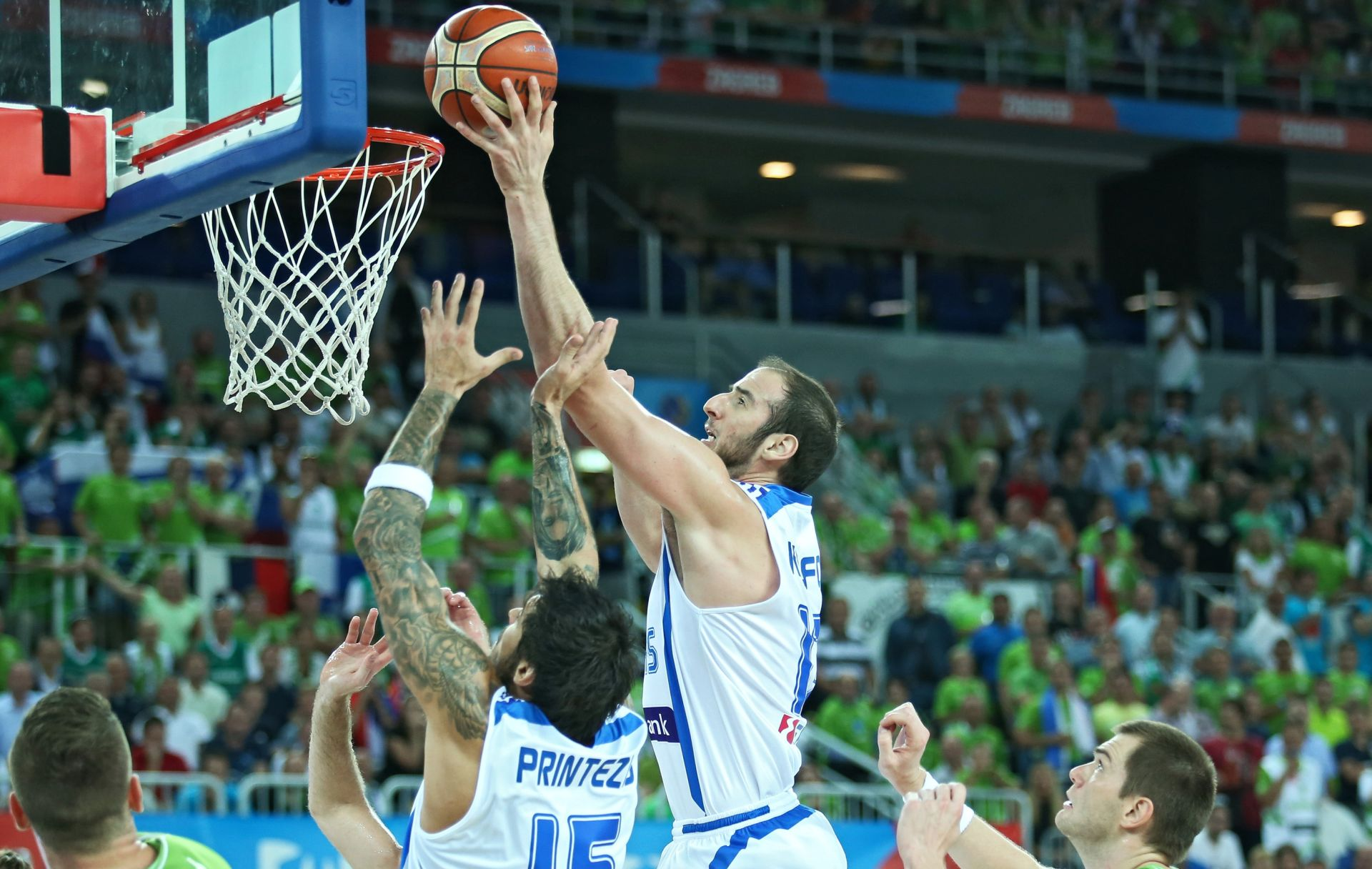 VIDEO: NIJE POMOGLO NI PET TISUĆA NAVIJAČA Grčka osigurala prvo mjesto protiv Slovenije
