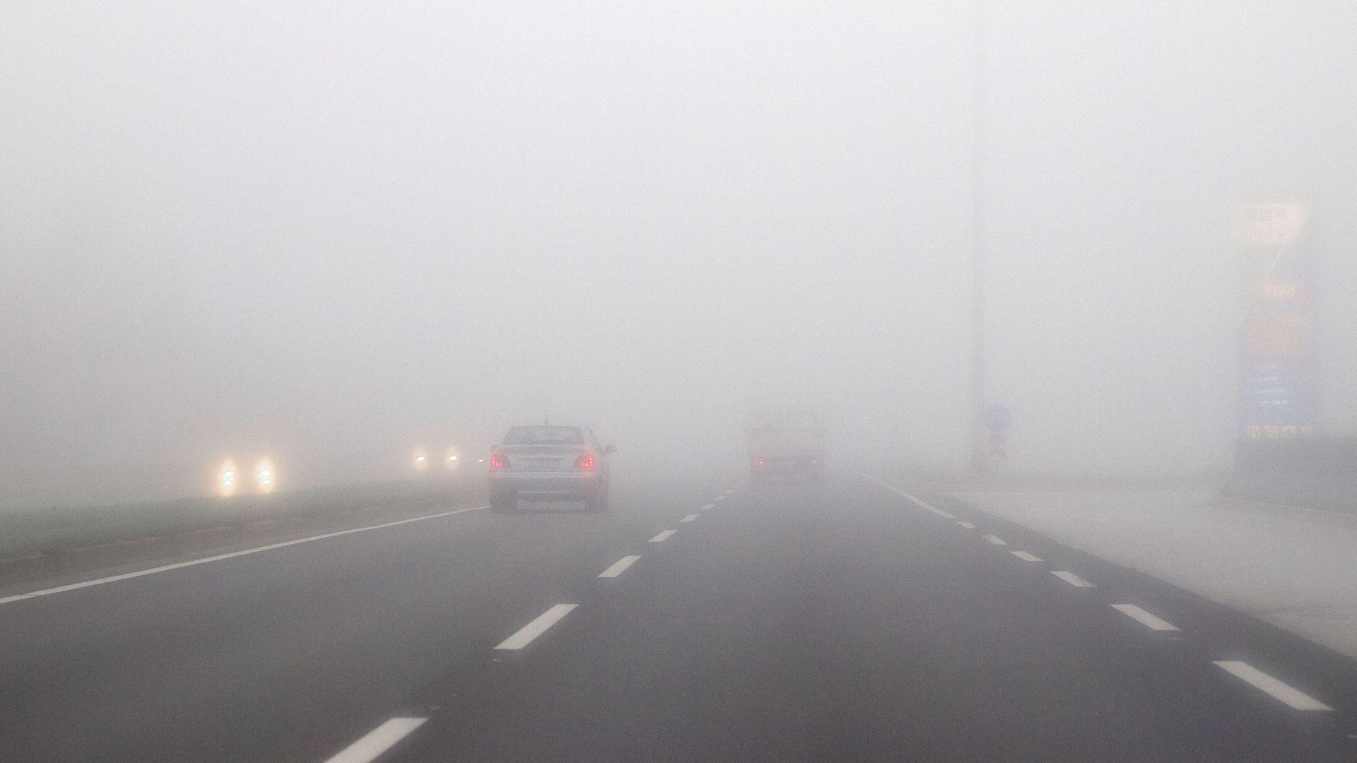 HAK Oprez zbog mokrih i skliskih kolnika, magla smanjuje vidljivost