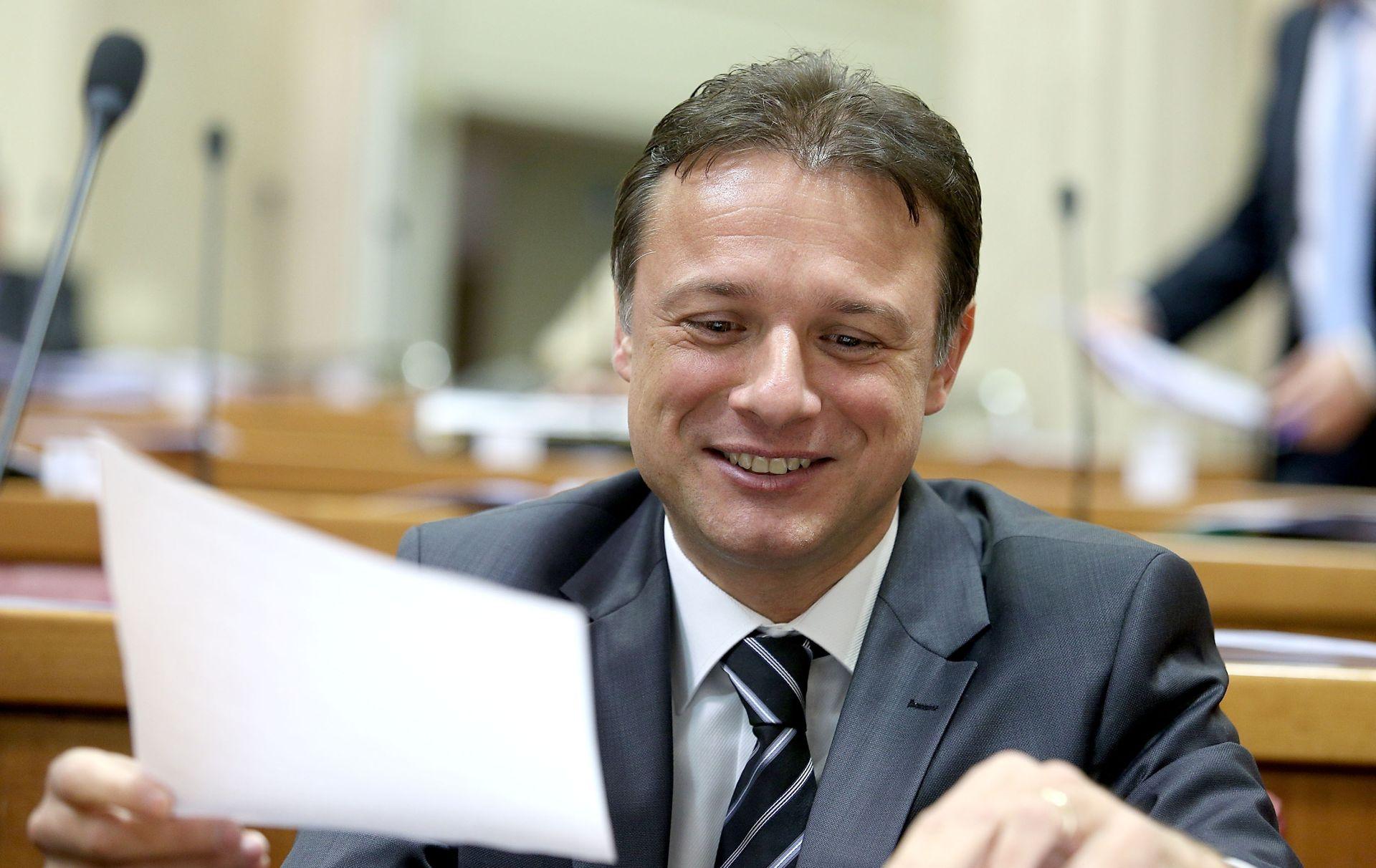 JANDROKOVIĆ Milanovićev nastup bio je prostački, Hrvatska zaslužuje pristojnijeg premijera