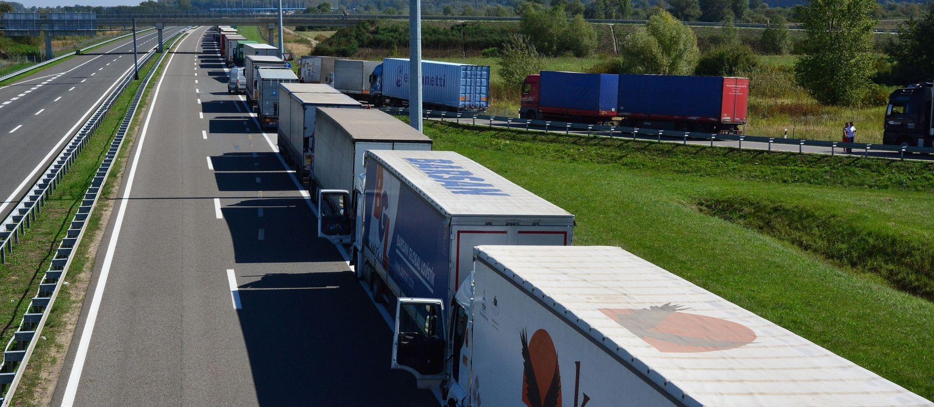 Kolona kamiona pred mađarskom granicom, hrvatskim zabranjen ulaz
