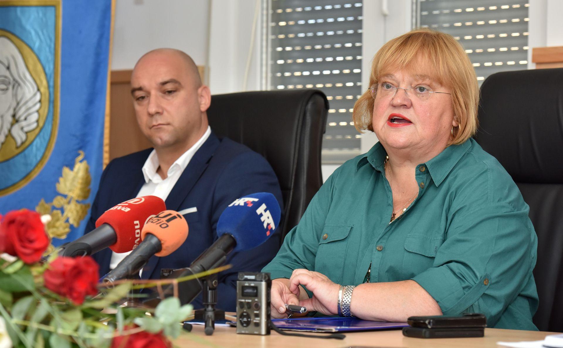 Ministrica Mrak Taritaš na Viru – otoku sa 60 posto legaliziranih objekata
