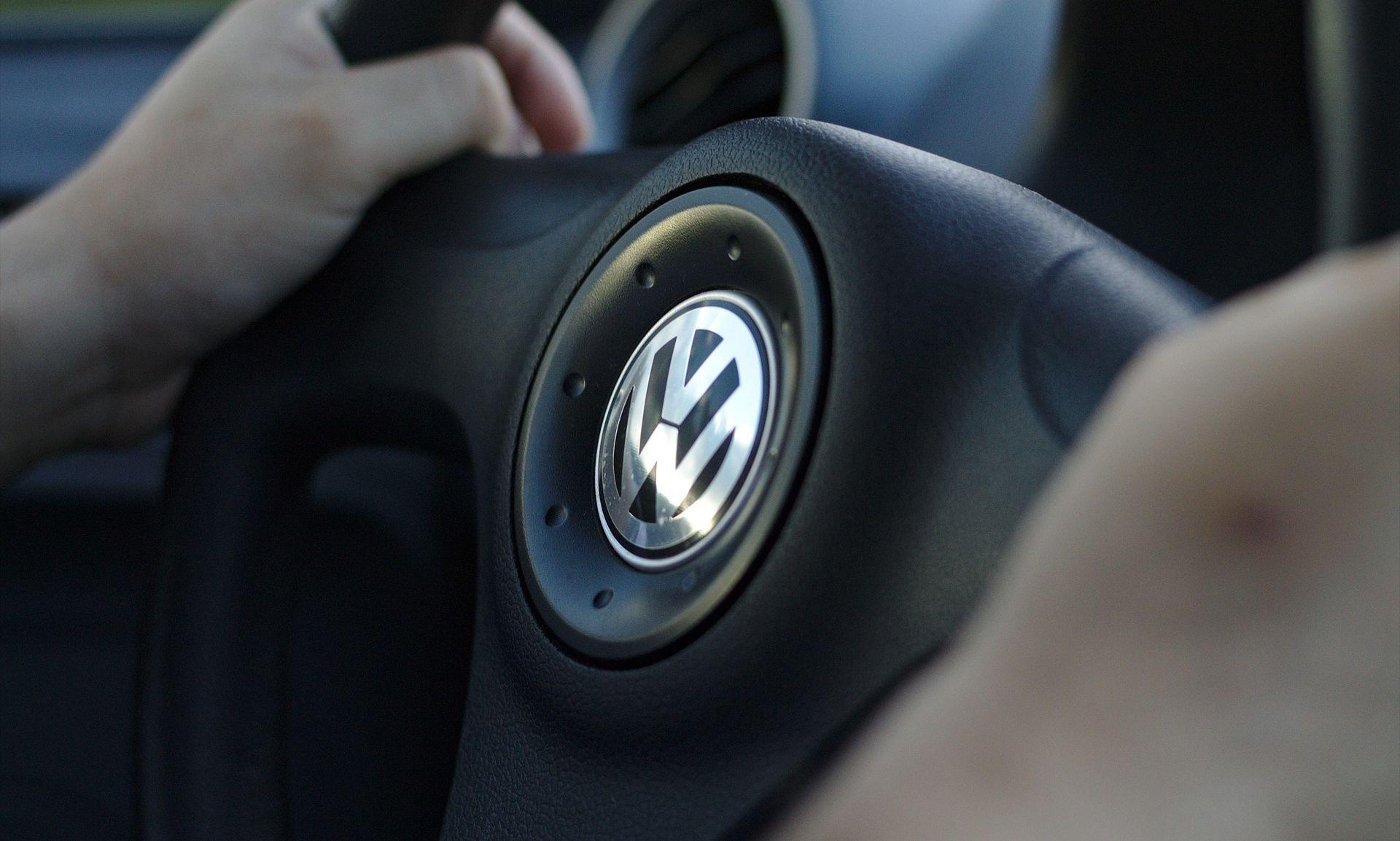 TONU CIJENE DIONICA Volkswagen priznao ugradnju spornih uređaja za varanje na eko testu