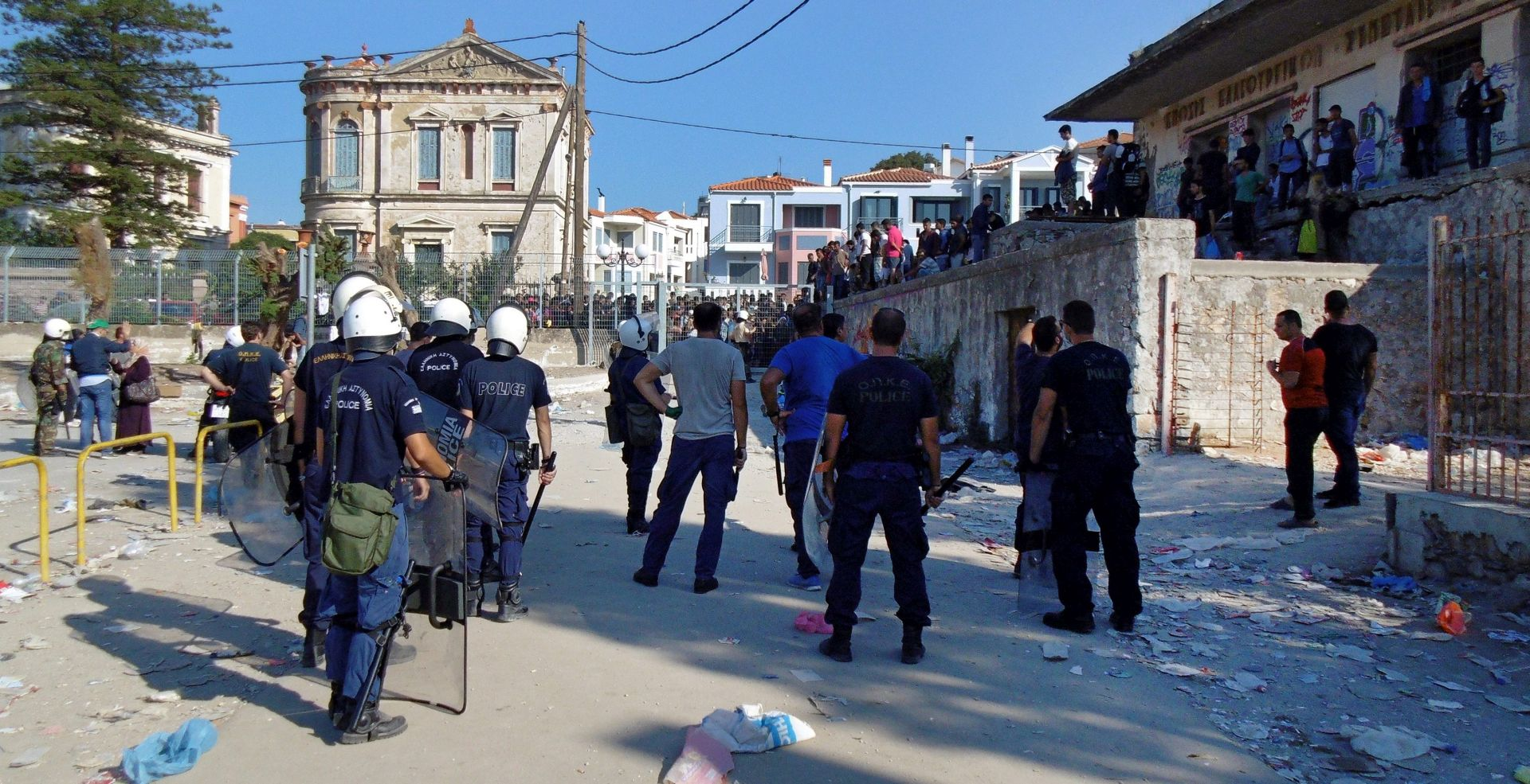 LESBOS Grčka policija palicama napala izbjeglice jer nisu imali dokumente
