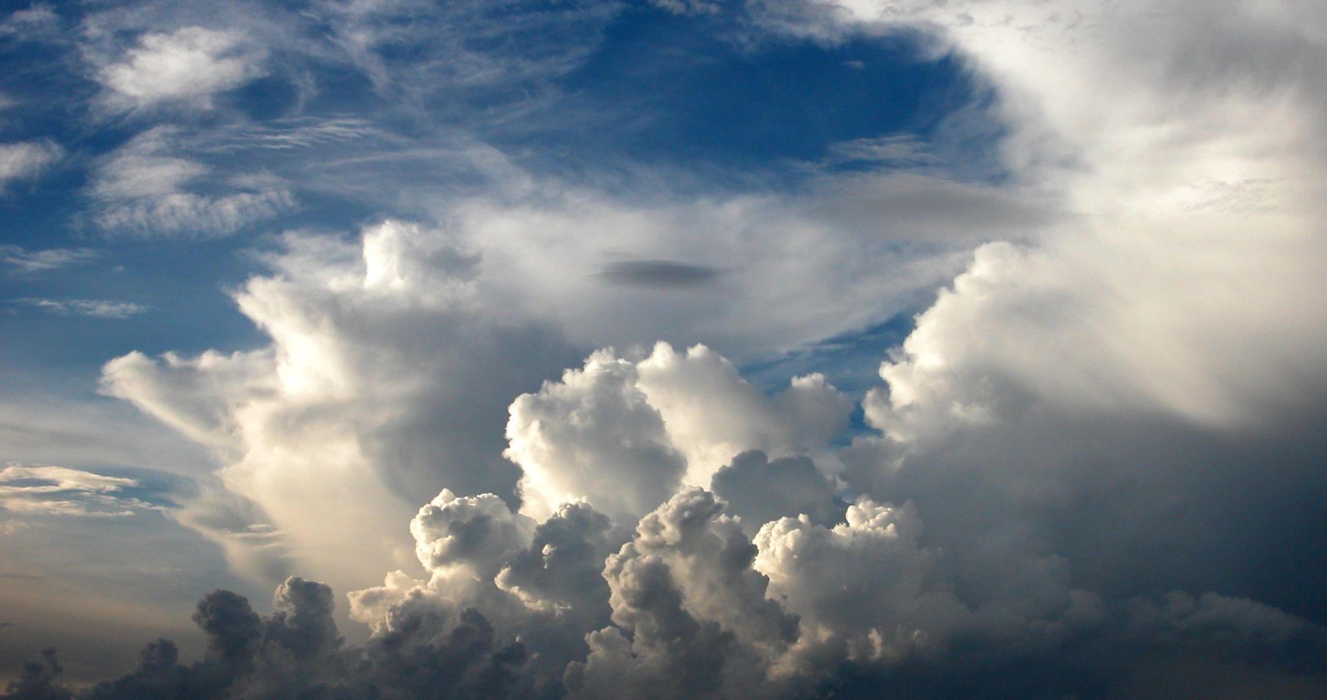 Umjereno do pretežno oblačno, poslijepodne razvedravanje