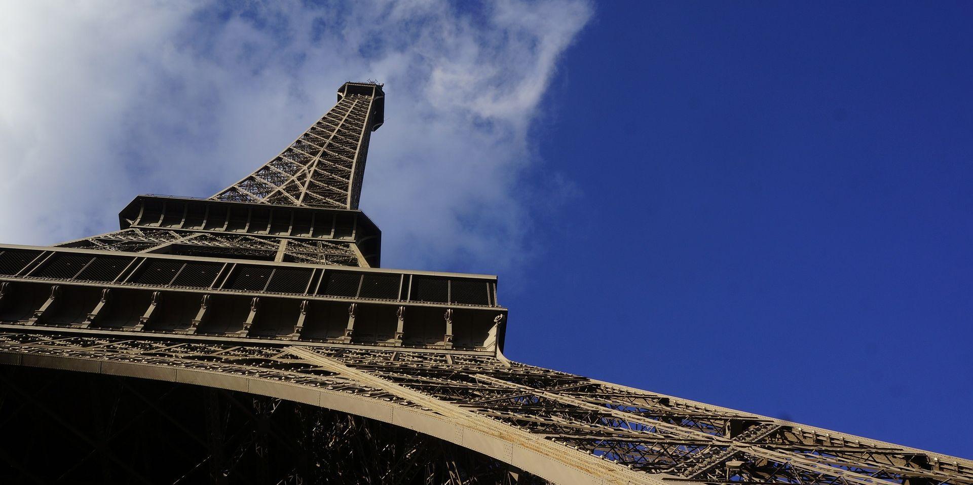 USPON NA EIFFELOV TORANJ Troje 'penjača' pobjeglo prije dolaska pariške policije