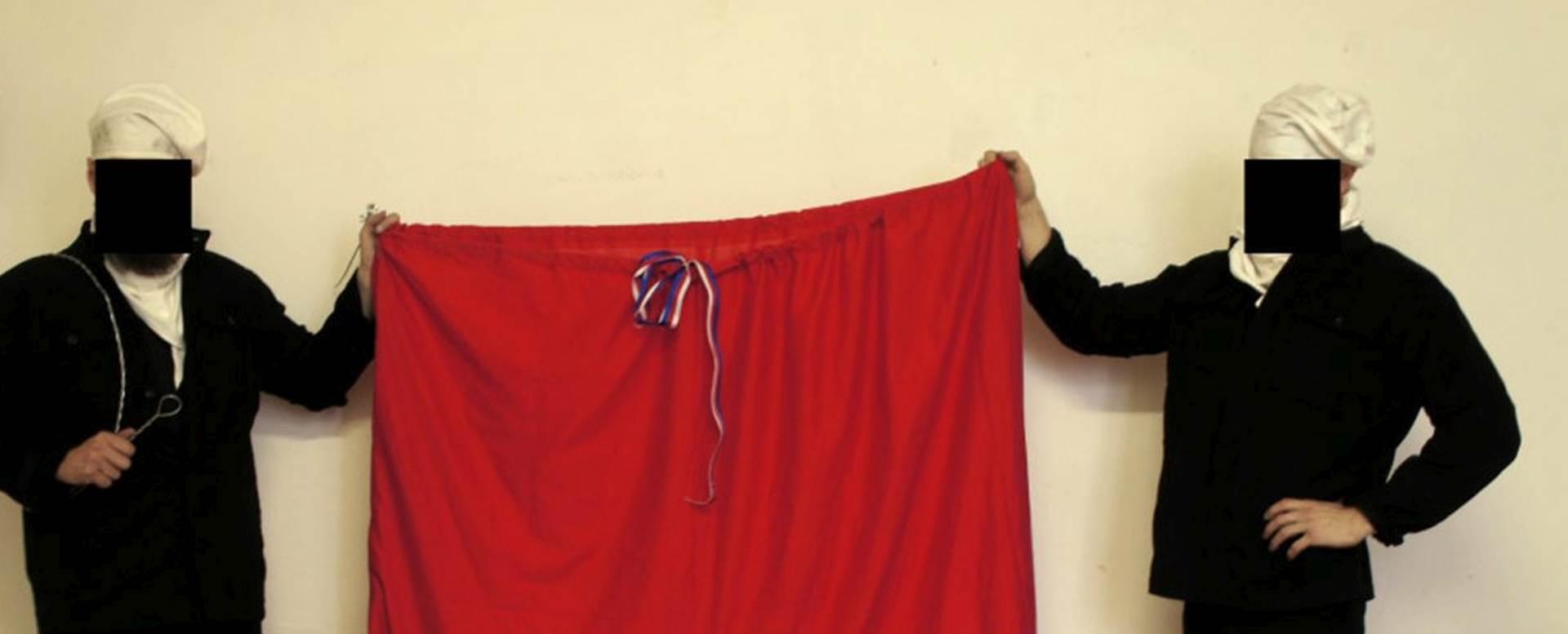 PRERUŠILI SE U DIMNJAČARE: Na uredu češkog predsjednika postavili gaće umjesto zastave