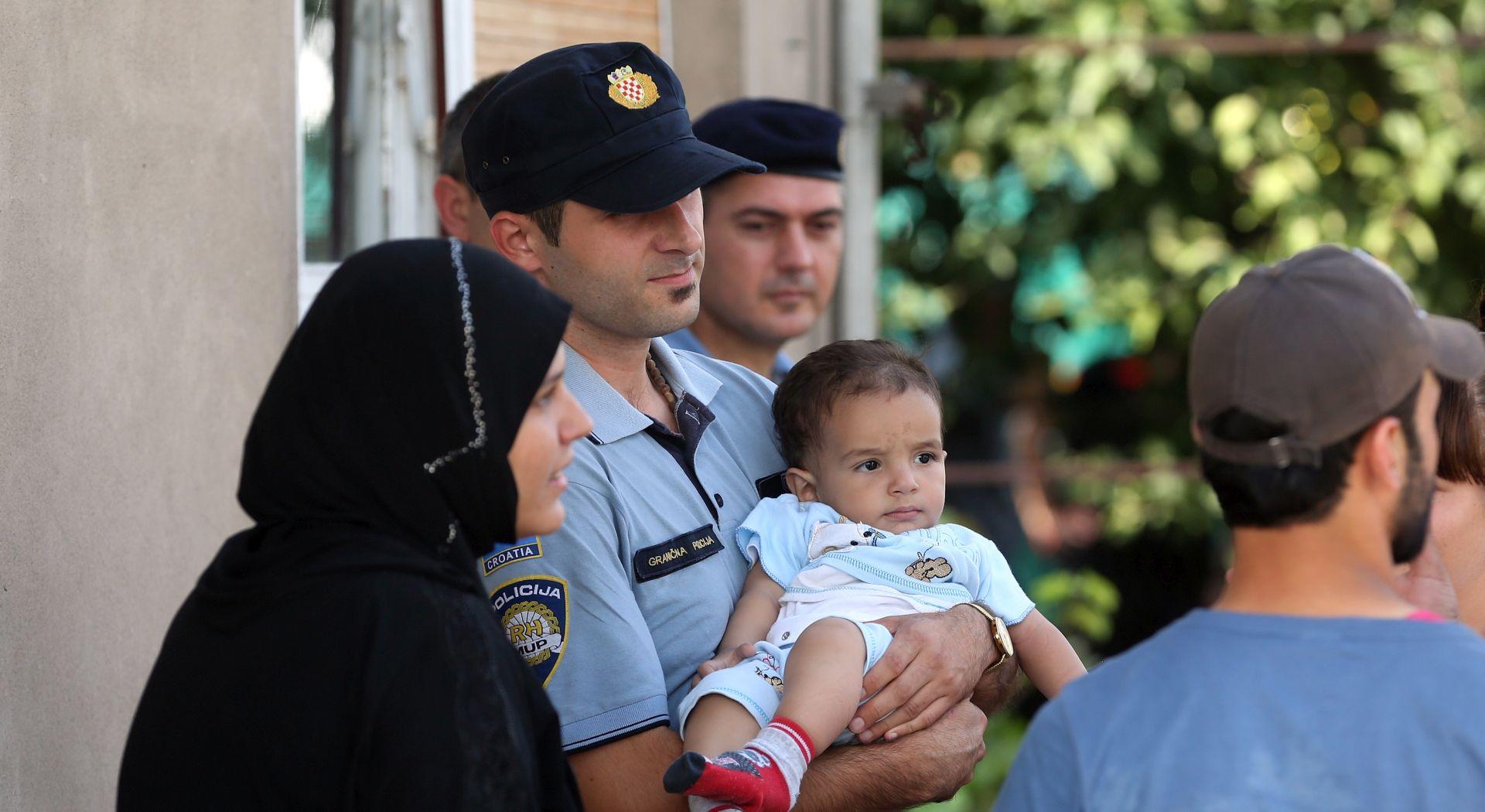 IZBJEGLICE U Tovarnik stiglo više od 530 izbjeglica, stižu novi
