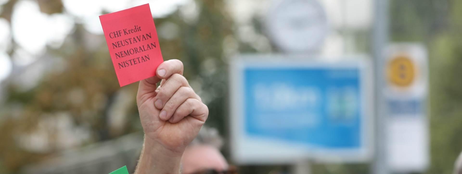 FOTO: PROSVJED ISPRED HNB-a: Crveni kartoni HNB-u i Vujčiću, zeleni Vladi i Saboru