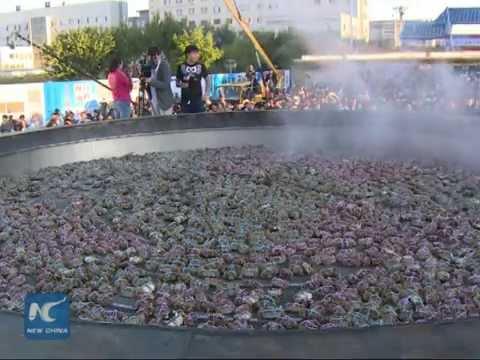 VIDEO: Skuhali više od dvije tisuće rakova u loncu