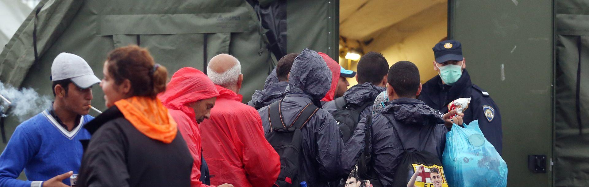 VIDEO: Emigranti stigli brodovima iz Grčke u Tursku
