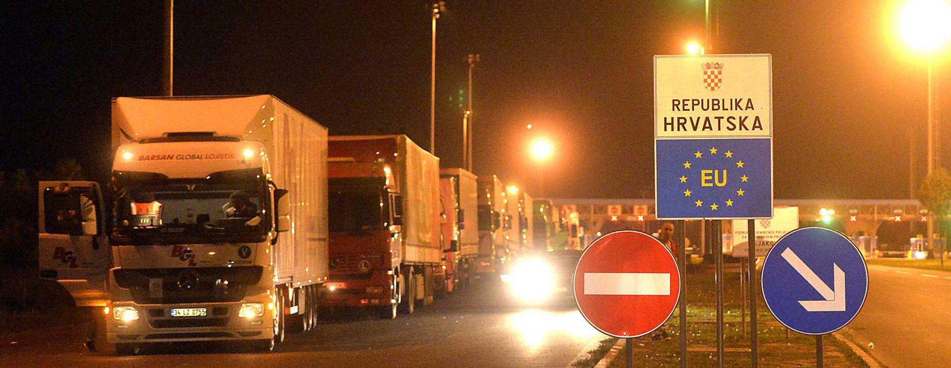 BAJAKOVO Ne propuštaju se vozila srbijanskih registracija
