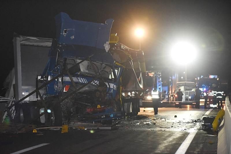 NESREĆA NA A1: U sudaru tri kamiona kod Karlovca poginuo vozač