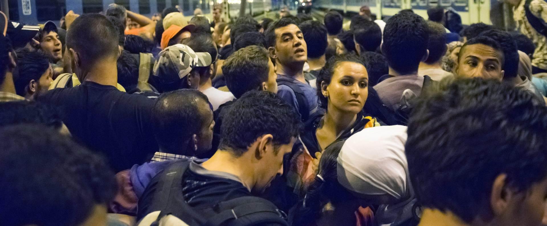 NAKON PROSVJEDA: Migranti upali u francusku luku Calais i popeli se na britanski trajekt