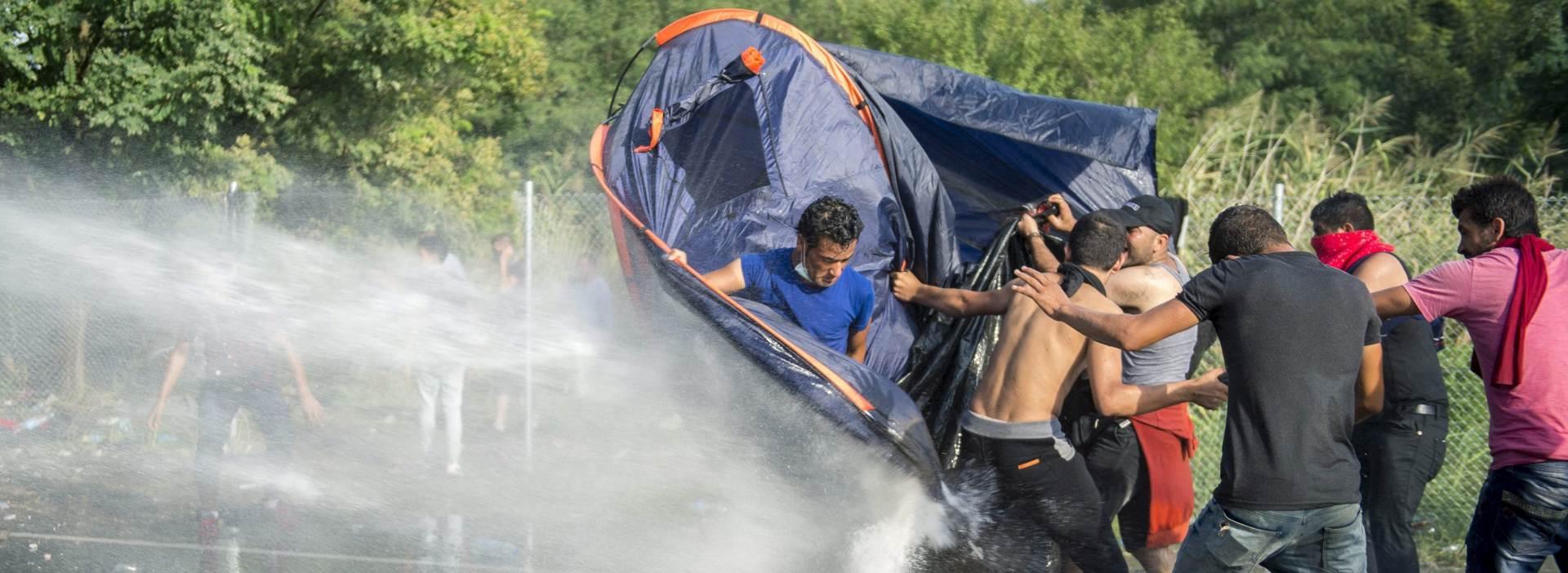 MAĐARSKA TVRDI: Među uhićenim izbjeglicama i jedan traženi terorist