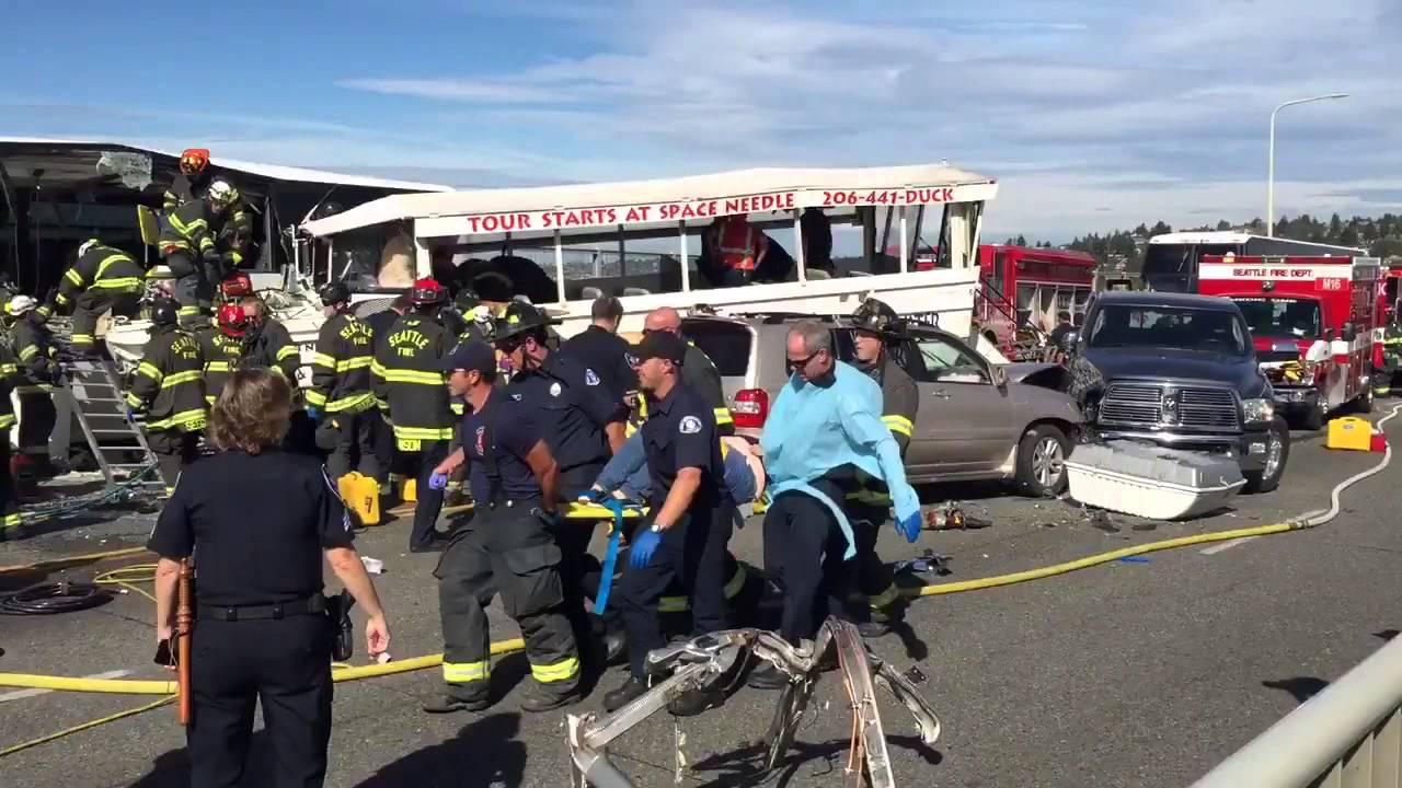 VIDEO: SEATTLE Turističko vozilo zabilo se u autobus, najmanje četvero mrtvih