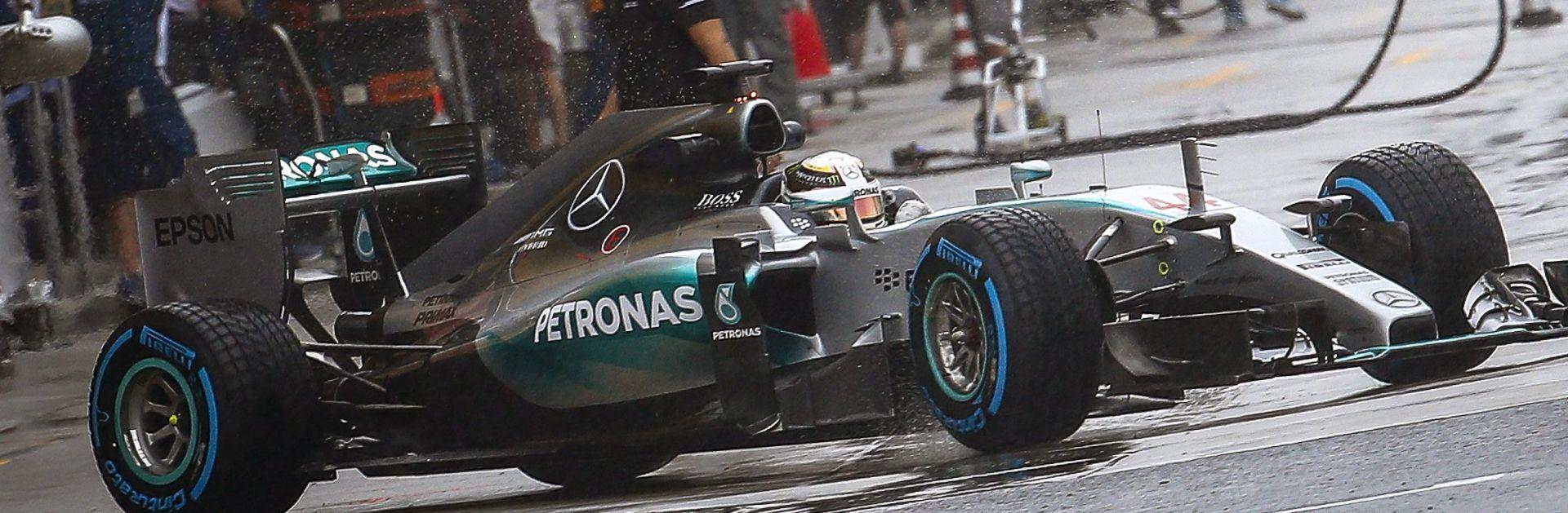 SREBRNE STRIJELE Rosberg – Hamilton na čelu kolone u Suzuki
