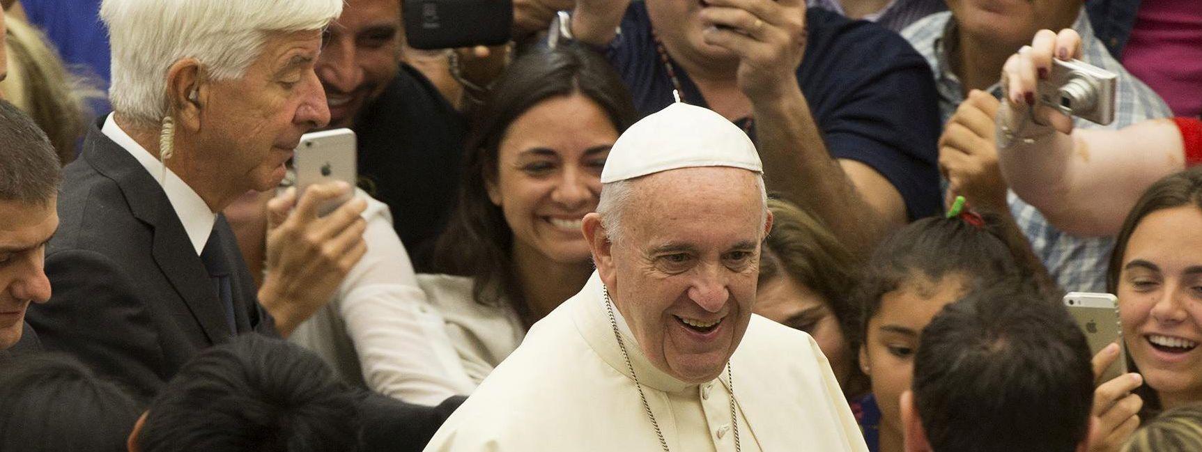 """Inicijativa """"Dobrodošli"""" od pape Franje traži da potakne hrvatske političare na miroljubivo djelovanje prema izbjeglicama"""