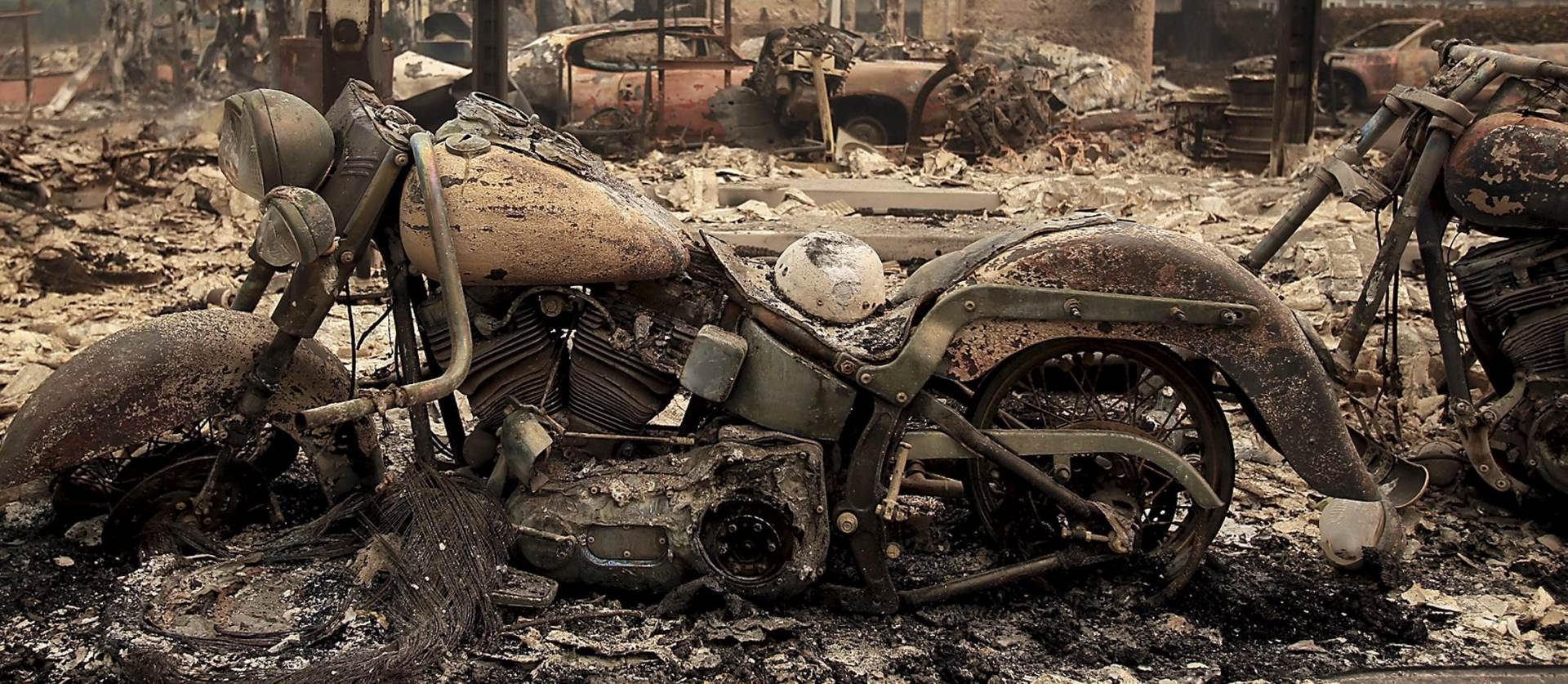 POŽAR U KALIFORNIJI: Poginula jedna osoba,, spaljeno 400 kuća i tisuće hektara