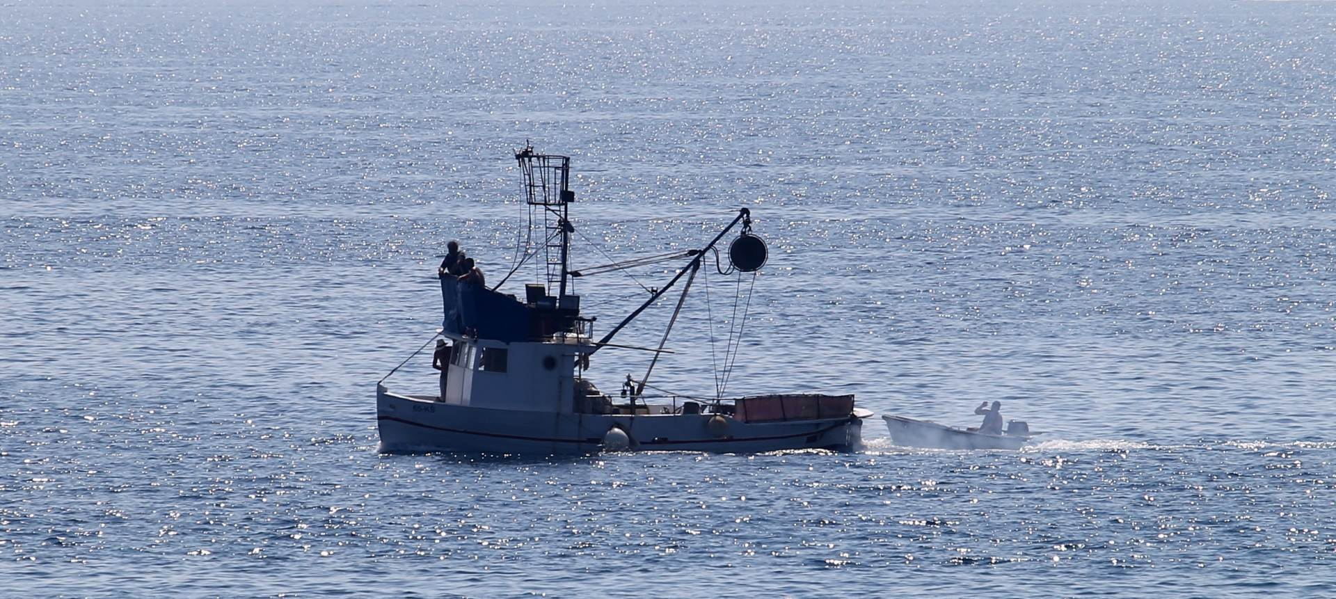 EKSPLOZIJA I POŽAR Na ribarskom brodu ozlijeđene tri osobe, istraga u tijeku
