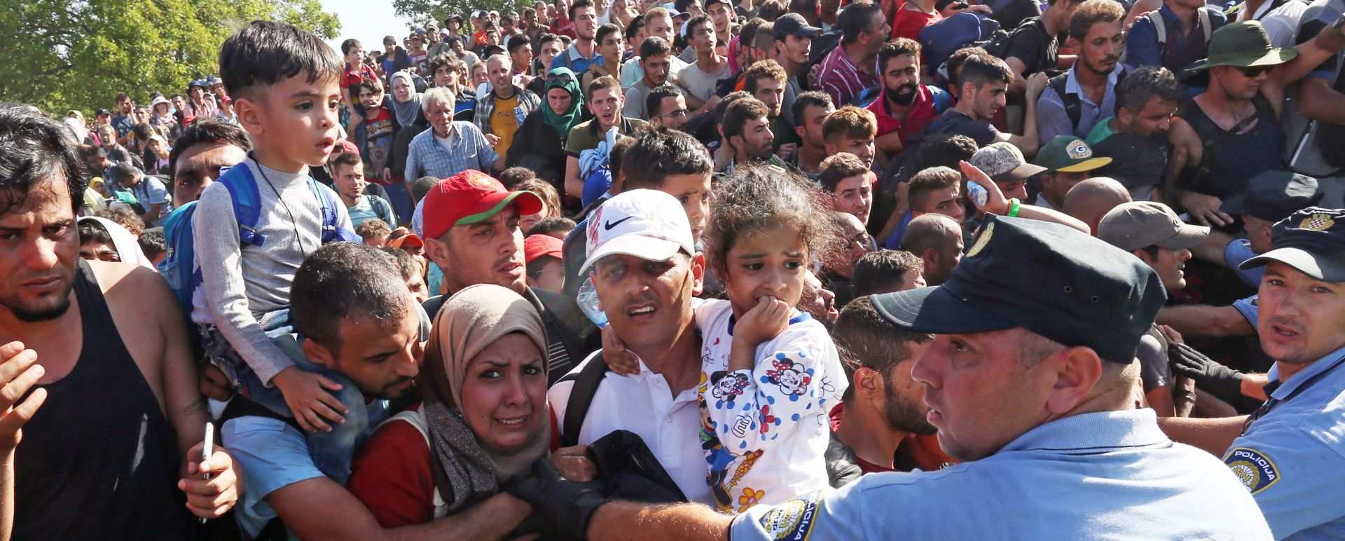 IZBJEGLICE Tovarnik: Izbjeglice krenule pješice prugom prema Ilači