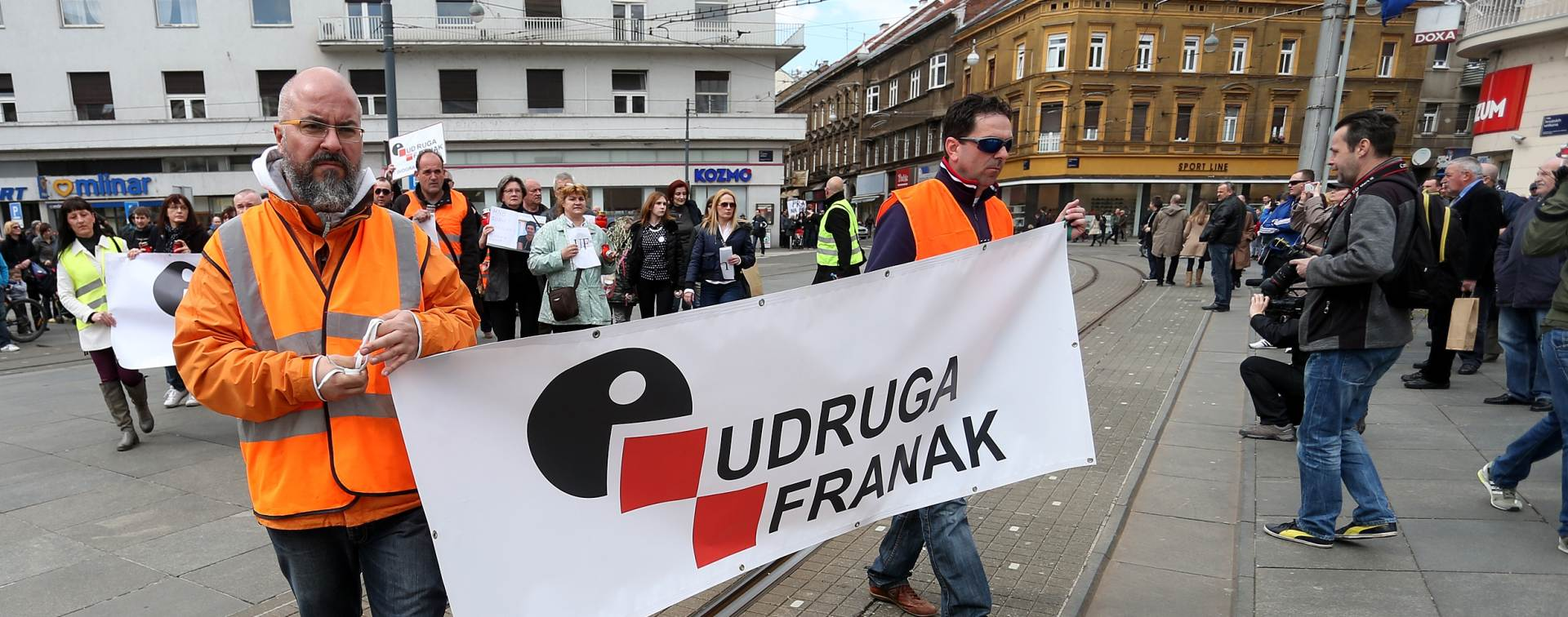 ISPRED HNB-a: Počelo okupljanje prosvjednika iz Udruge Franak