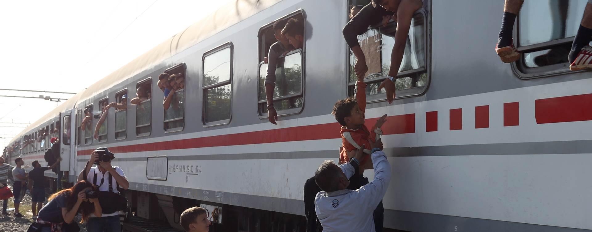 VIDEO UŽIVO: Hrvatska prestala popisivati izbjeglice, besplatno ih prevoze do granice
