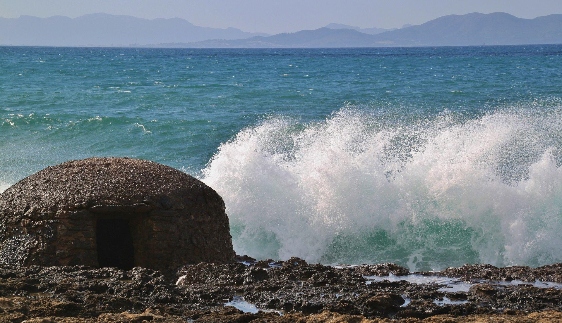 UMJERENO I PRETEŽNO OBLAČNO Na obali jaka bura, ponegdje i s orkanskim udarima