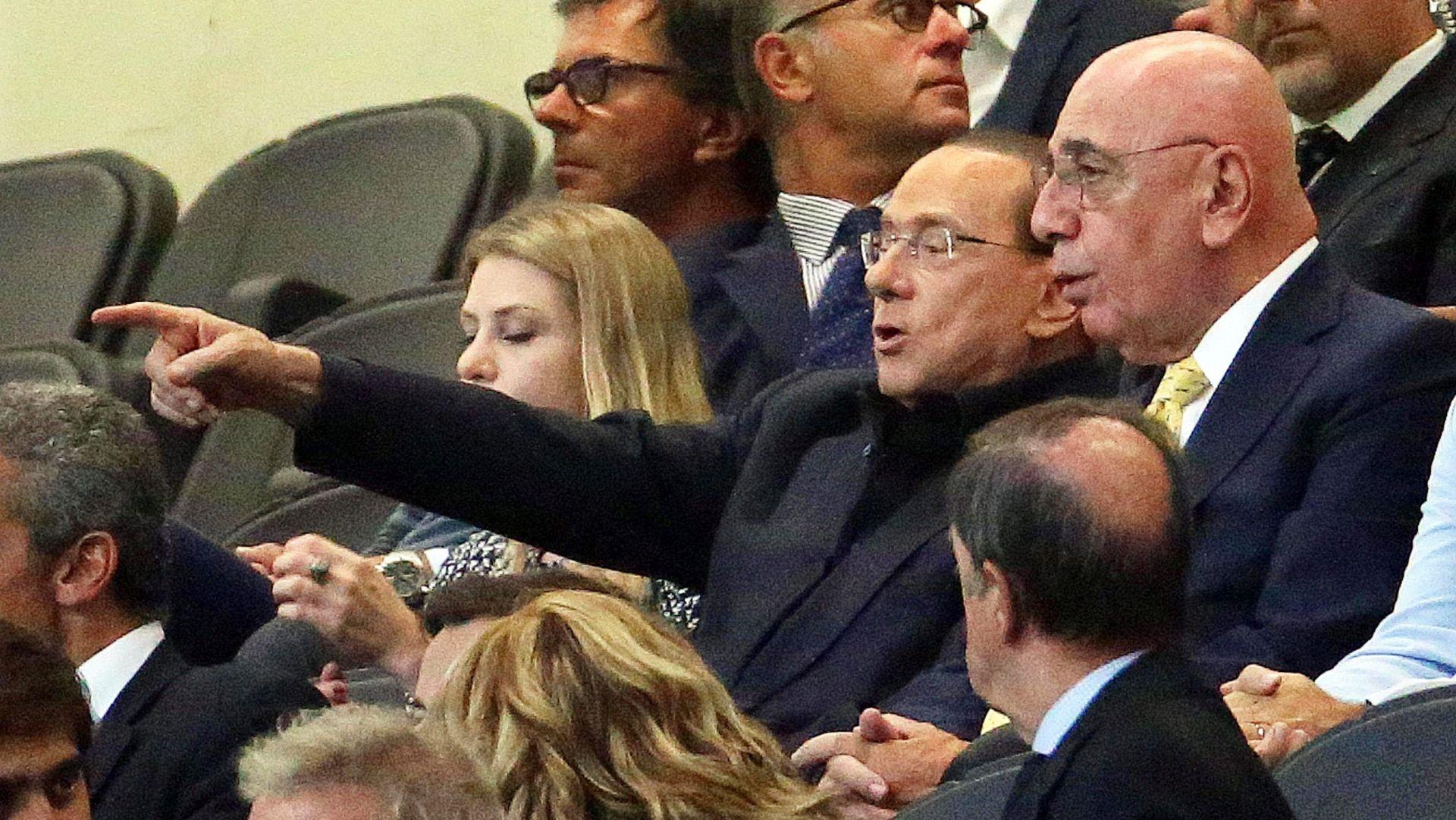 """BERLUSCONI OBJAVIO BIOGRAFIJU """"Sarkozy je ljubomorni kreten, a Merkel sam nakupovao mnogo nakita"""""""