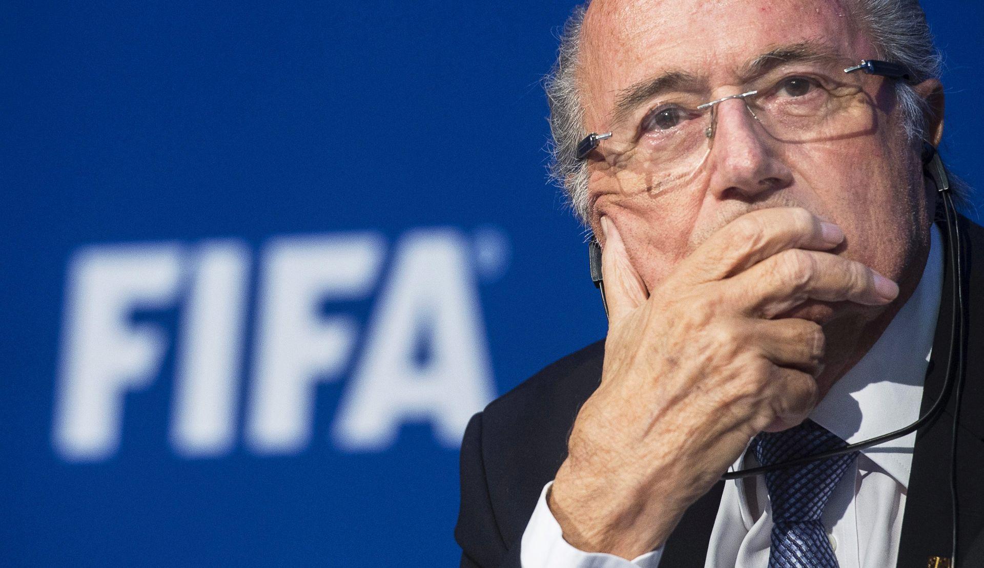 COCA COLA I McDONALDS Pozivamo Blattera da odmah odstupi!