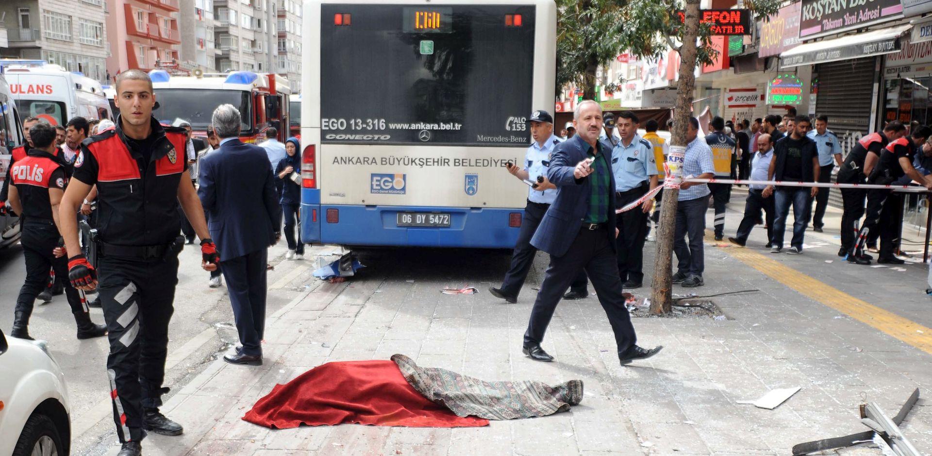 NESREĆA U ANKARI Autobus udario u stanicu, 11 ljudi poginulo, mrtve izvlačili ispod vozila