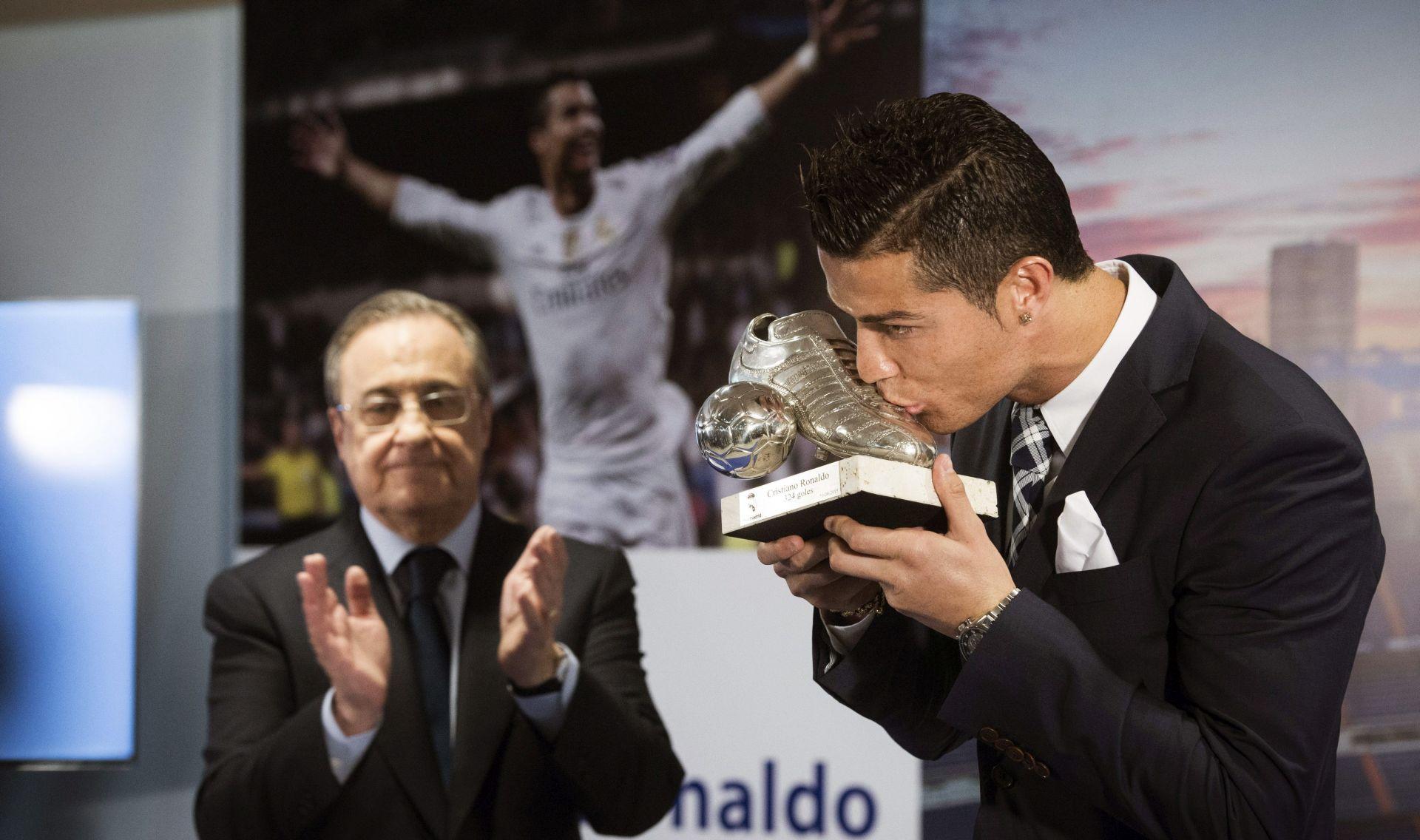 323 ILI 324? Jedan pogodak iz 2010. godine 'visi' nad Ronaldom