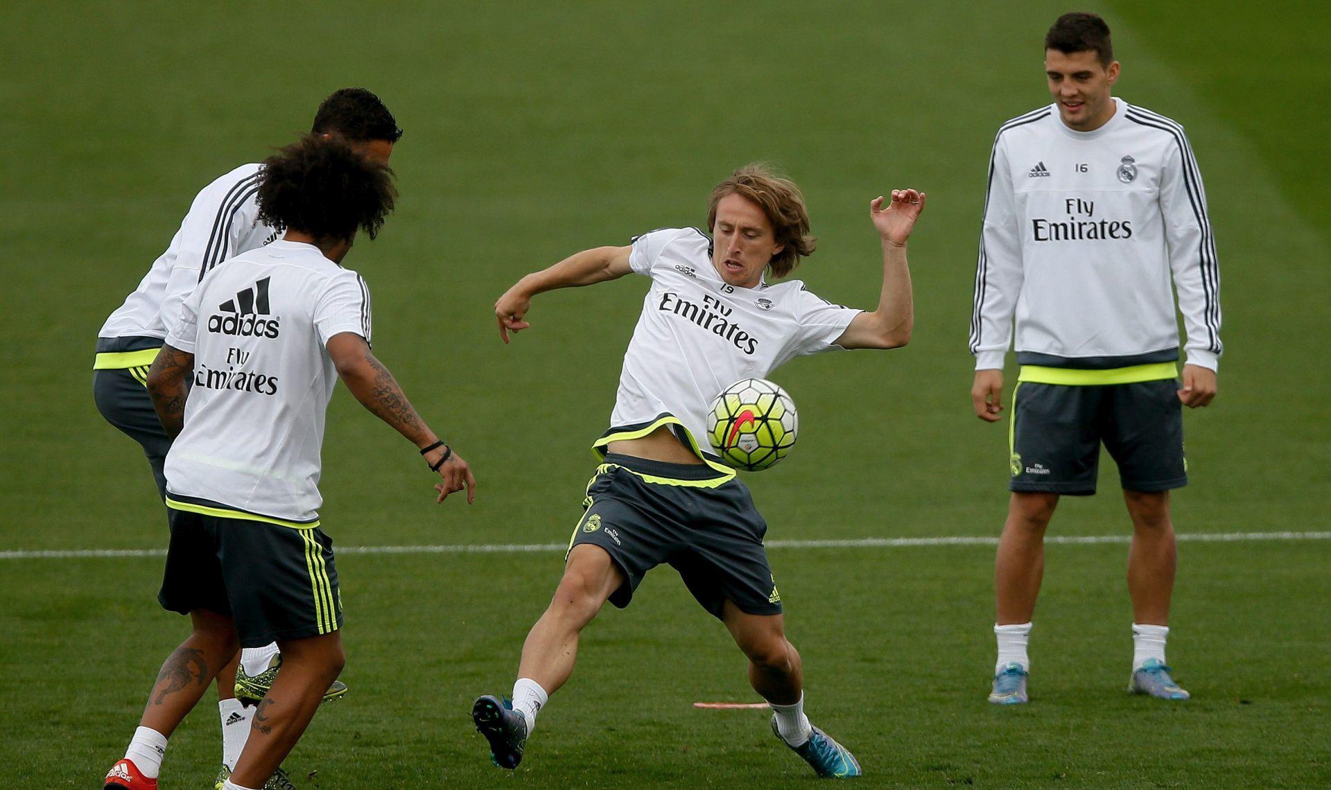 REAL MADRID Spremni za subotu? Luka Modrić i Mateo Kovačić normalno trenirali