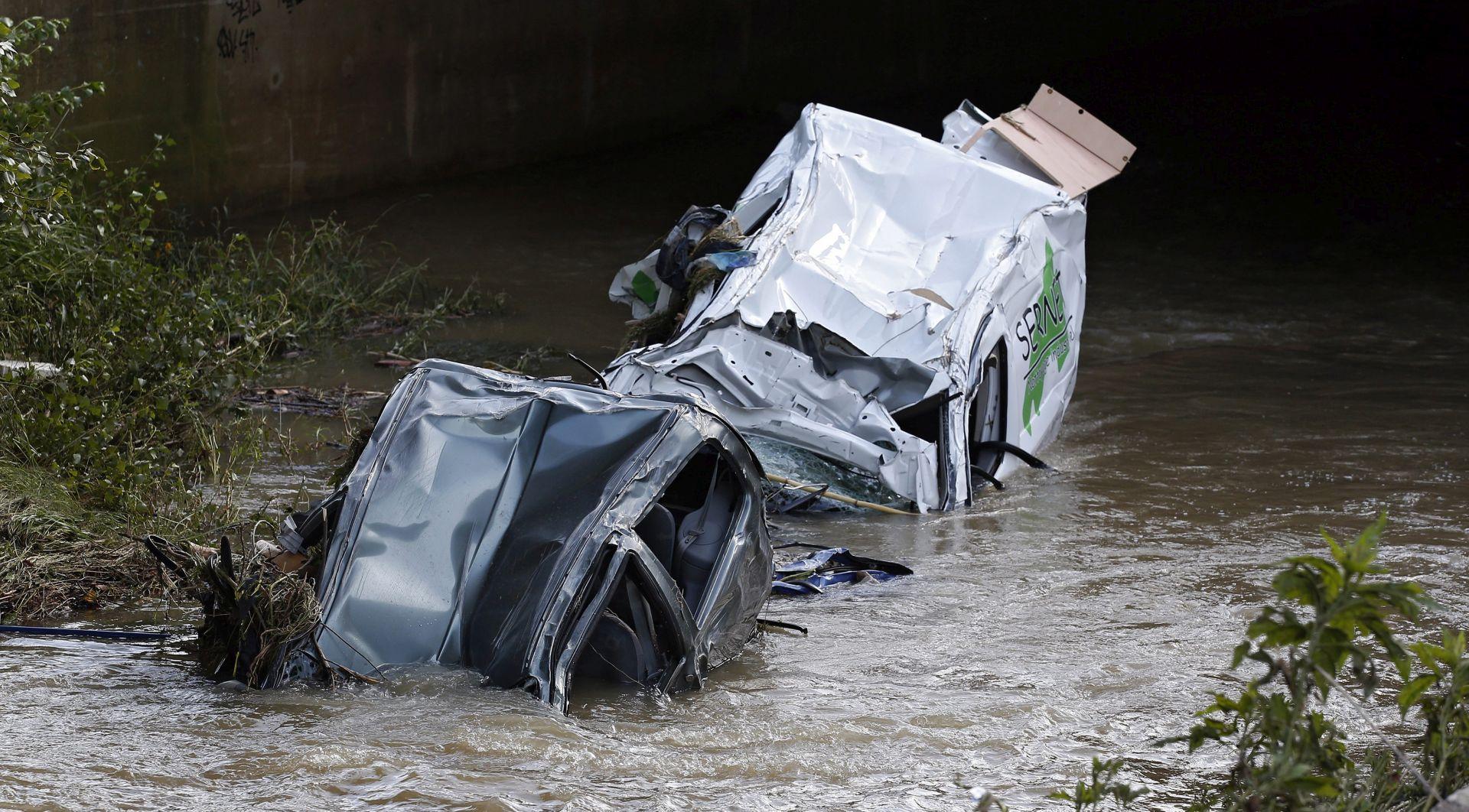 Nakon nevremena u Francuskoj čišćenje i potraga za nestalima