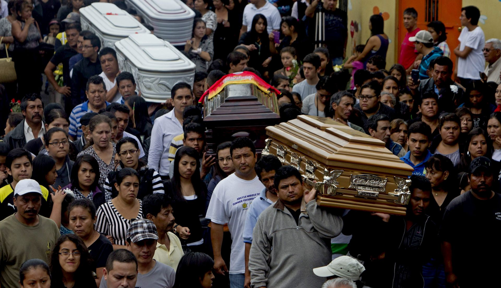 KATASTROFALNO KLIZANJE TLA Potvrđena smrt 131 osobe u Guatemali