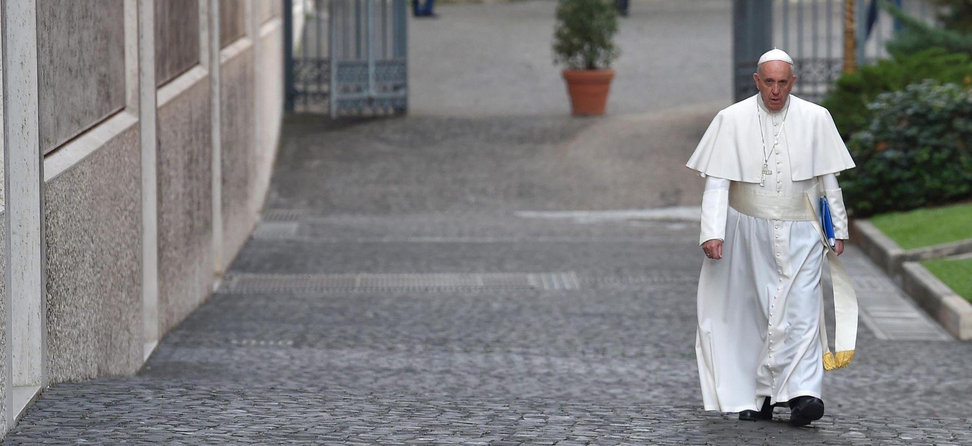 """Papa na sinodi osudio """"rigidnost"""" propovjednika"""