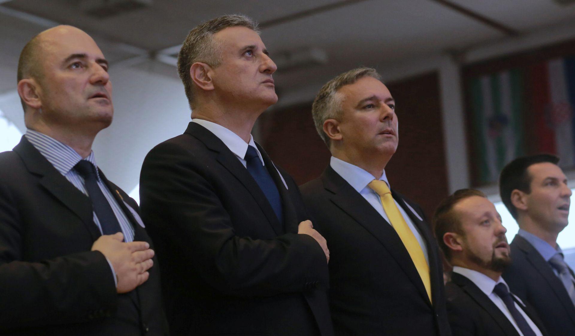 IZBORi 2015. Karamarko: HDZ neće imati tako djetinjasti mandat kao Milanovićeva Vlada